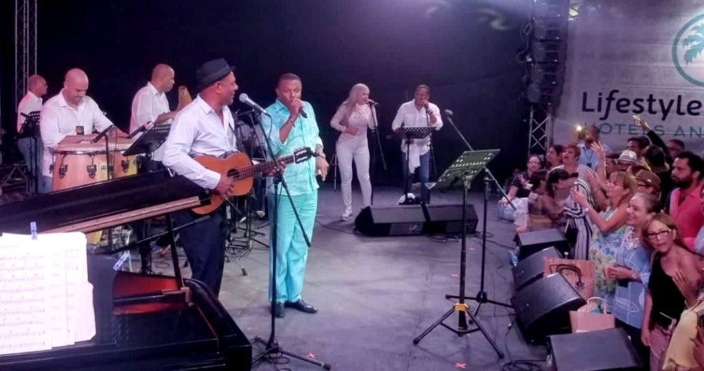 Fernando Dewar comparte escenario con José Alberto El Canario